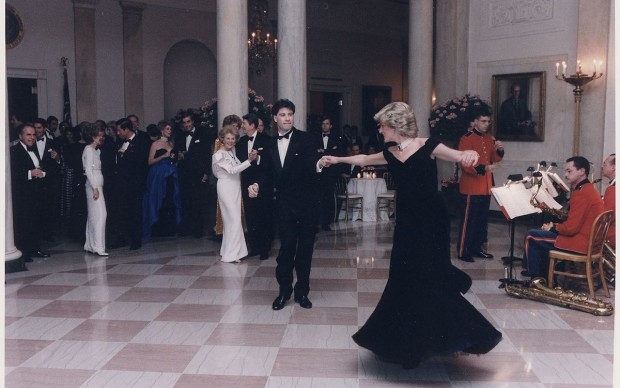Princess_Lady Diana Spencer_dancing_with_John_Travolta_at_a_White_House_dinner_for_the_Prince_and_Princess_of_Wales