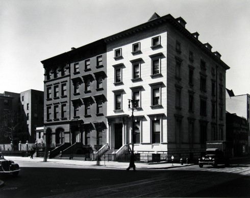 Fifth Avenue Houses, Nos. 4, 6, 8, 1936 © Berenice Abbott - Commerce Graphics - Getty Images. Courtesy of Howard Greenberg Gallery, New York