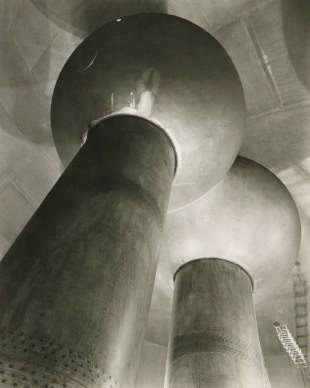 Van De Graaff Generator, Cambridge, MA, c. 1958 © Berenice Abbott - Commerce Graphics - Getty Images. Courtesy of Howard Greenberg Gallery, New York