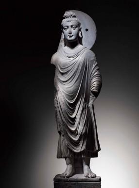 """Buddha stante, Pakistan, II-III secolo, arte del Gandhāra, Roma, Museo delle Civiltà / Museo d'Arte Orientale """"Giuseppe Tucci"""""""