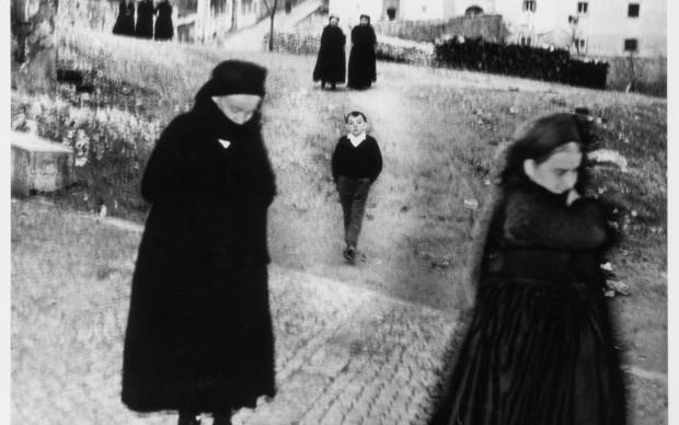 Mario Giacomelli, dalla serie Scanno, 1959, courtesy Archivio Mario Giacomelli, Senigallia
