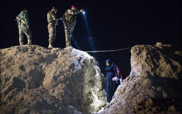 Escaping Daesh - Frederic Lafargue / Paris Match