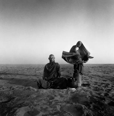 Giorgia Fiorio, meditazione. Banco sul fiume Ayerawaddy. Bagan, Myanmar 2003.