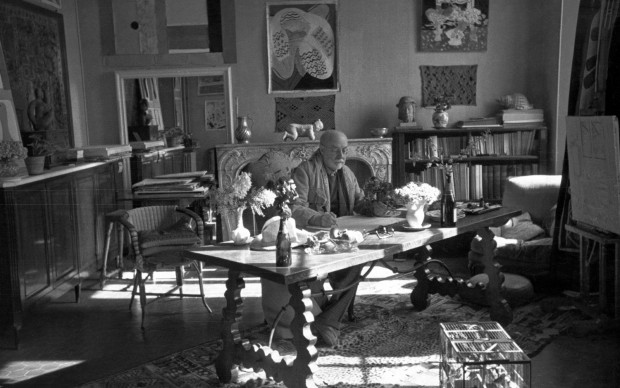 Henri Matisse with his collection of Kuba cloths and a Samoan tapa, Vence - France, 1944. Courtesy Museum of Fine Arts, Boston