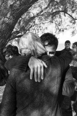 Lesbo, Grecia, 2015. Sbarchi di profughi nei pressi del villaggio di Skala Sikaminias, all'estremità nord dell'isola greca di Lesbo, a circa 8 miglia nautiche dalle coste turche. © Paolo Pellegrin/Magnum Photos