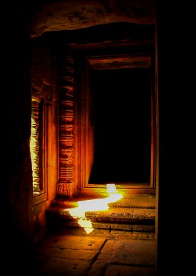 © Gabriele Merlo TEMPLE FLASH LIGHT, Cambodia