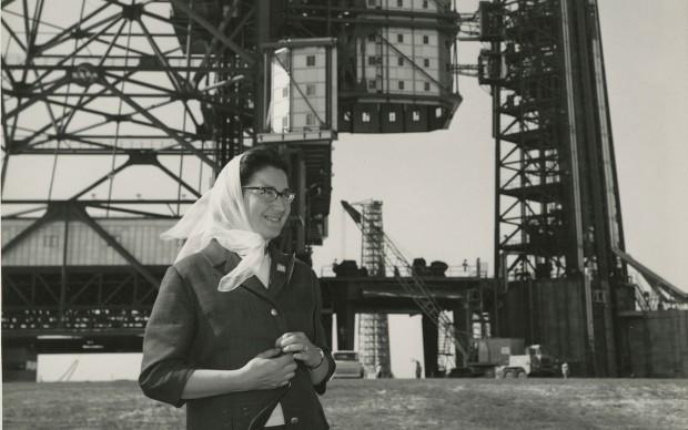 N.A.S.A. Photo, Tina Zuccoli at Pad. 37 (Cape Canaveral, Florida), 1964, gelatina a sviluppo, 20.5x25.3 cm, courtesy Fondazione Fotografia Modena (Fondo Tina Zuccoli).