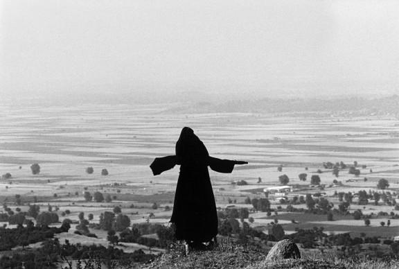 GREECE, Tessaglia: the Meteore ( Forme del Caos)  (c) Ferdinando Scianna/Magnum Photos