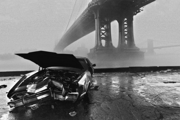 USA, New York: Manhattan Bridge and Brooklin Bridge  in the fog. (c) Ferdinando Scianna/Magnum Photos