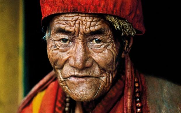 © Steve McCurry, Monk at Jokhang Temple. Lhasa, Tibet, 2000