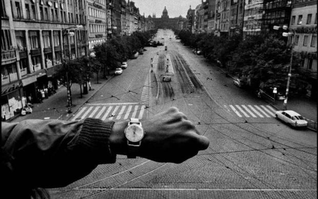 Invasion, Prague, 1968 © Josef Koudelka / Magnum Photos