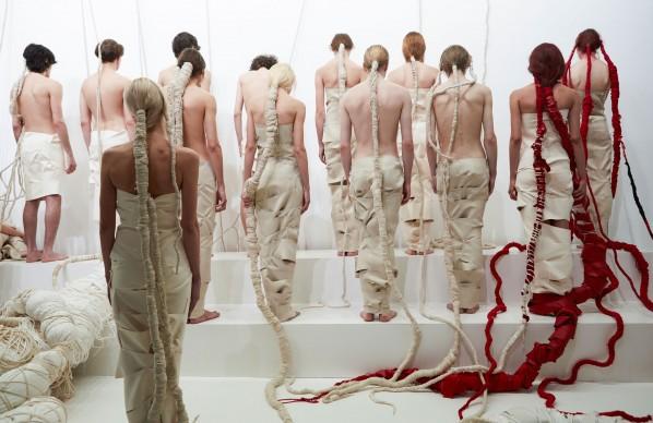 Thomas De Falco, Wrapping, performance ed installazione tessile, 2017, PAC – Padiglione d'arte contemporanea, Milano