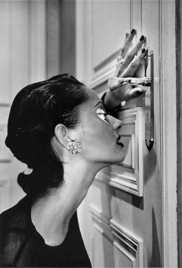 Helmut Newton, Heather looking through a keyhole, Paris, 1994 © Helmut Newton Estate