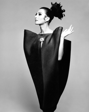 Alberta Tiburzi in 'envelope' dress by Cristóbal Balenciaga, Harper's Bazaar, June 1967 © Hiro 1967