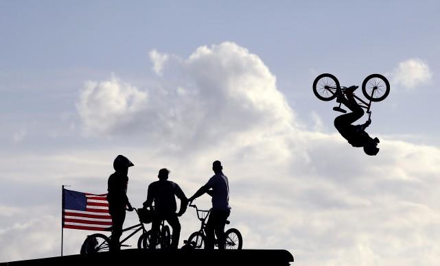 UPSIDE DOWN AIR, Warm up di Steve McCann alle finali del BMX Big Air durante X Games Austin, Giugno 2014, Austin, Texas © Credits: Ezra Shaw / Getty Images