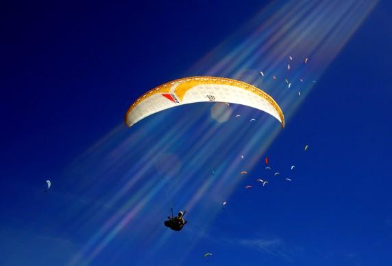 FLY AWAY, FAI Paragliding World Championships, Marzo 2007, Manila, Australia © Credits: Ezra Shaw / Getty Images