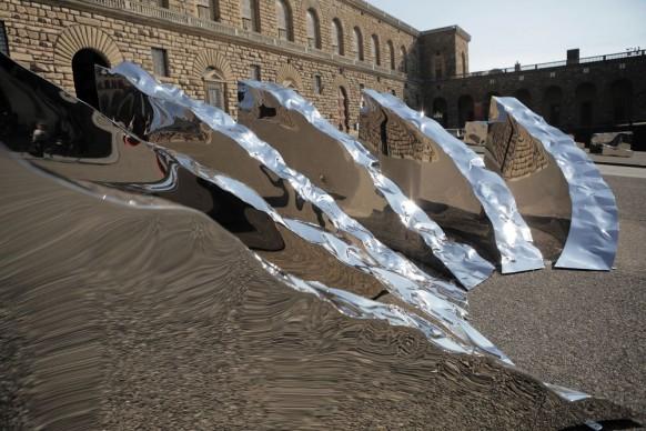 Helidon Xhixha, Conoscenza, 2017, acciaio lucidato a specchio, Palazzo Pitti, Piazza Pitti, Firenze