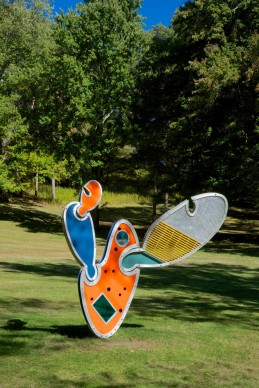 Dennis Oppenheim (1938-2011), Architectural Cactus #6, 2008, aluminum sheet, diamond plate aluminum, coloured corrugated aluminum, acrylic, fibreglass grating, galvanized steel base, stainless steel hardware, 6/18, 274 x 183 x 244 cm. Mountainville, New York, Storm King Art Center, gift of the Watermill Center, New York. © Dennis Oppenheim. Photo Jerry L. Thompson