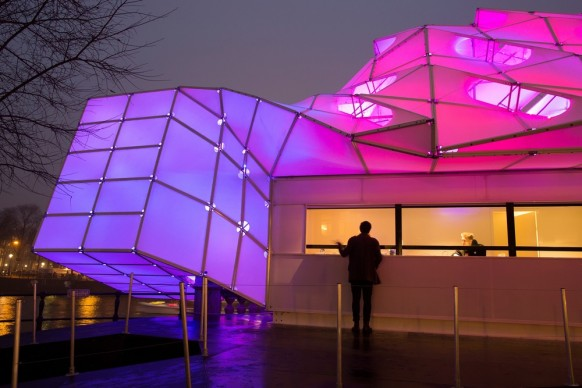UNStudio e MDT Sonnenschutzsysteme GmbH, Eye_Beacon, Amsterdam Light Festival 2017, photo by Janus van den Eijnden