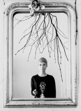 Astrid Kirchherr, Autoritratto, 1960 © GINZBURG FINE ARTS/PHOTO ASTRID KIRCHHERR