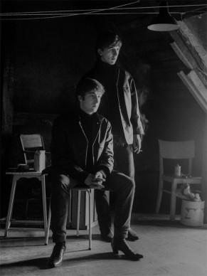 Astrid Kirchherr, John e George in soffitta, 1962  © GINZBURG FINE ARTS/PHOTO ASTRID KIRCHHERR