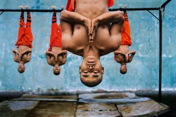 Shaolin monks training, Zhengzou, China, 2004 © Steve McCurry