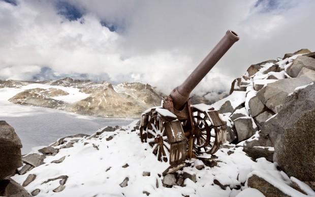 1. Gruppo Adamello- Cresta Croce, cannone italiano 149 G, innalzato a Cresta Croce per appoggiare l'attacco e la conquista del Corno di Cavento. Fotografia di Stefano Torrione