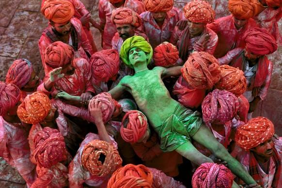 Holi Man, Rajasthan, India, 1996 © Steve McCurry