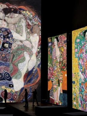 Nello schermo centrale G. Klimt, La vergine, olio su tela, 1912, Národní Galerie, Praga. Negli schermi laterali G. Klimt, La ballerina, olio su tela, 1916-1918 e G. Klimt, Ritratto di Eugenia Primavesi, olio su tela, 1917-1918, Municipal Museum of Art, Toyota.