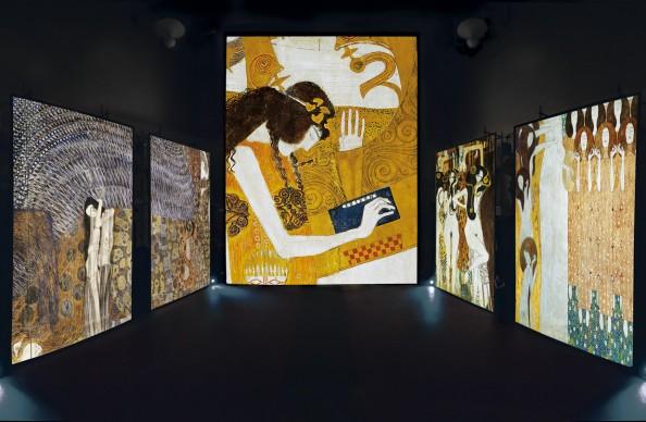 Particolari da G. Klimt, L'Anelito alla felicità si placa nella Poesia, articolare del Fregio di Beethoven, tecnica mista su intonaco, 1902, Secessionhaus, Vienna