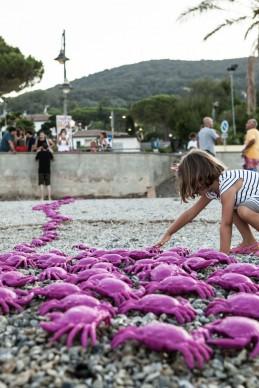 Cracking Art, Anch'io ho preso un granchio!, Isola d'Elba, estate 2017, photo by Davide Scappini