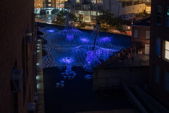 Lumen by Jenny Sabin Studio per lo Young Architects Program 2017, presente presso il  MoMA PS1 fino al 4 settembre. Image courtesy MoMA PS1. Photo by Pablo Enriquez