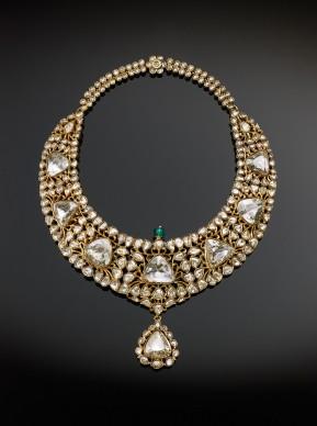 Girocollo del nizam di Hyderabad, India, 1850-1875. Oro, diamanti, smeraldi, smalto © The Al Thani Collection