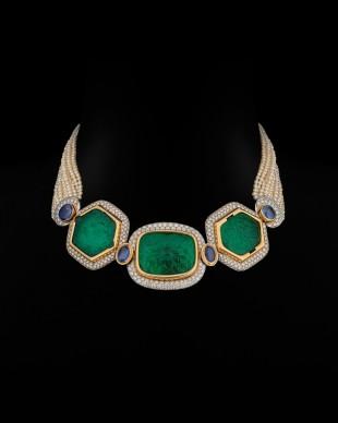 Chocker, Bulgari, 1978-1982. Smeraldi, India, XIX secolo circa. Oro, oro bianco, smeraldi, perle, diamanti © The Al Thani Collection