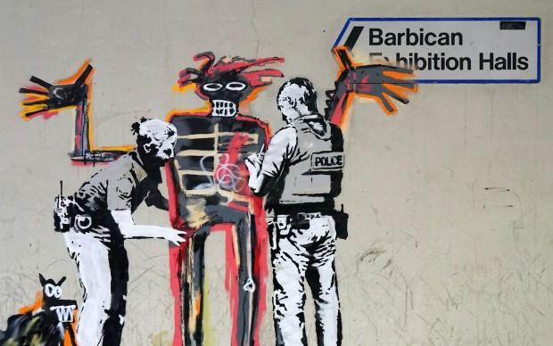 Banksy-murale davanti mostra Barbican di Londra - omaggio a Jean-Michel-Basquiat