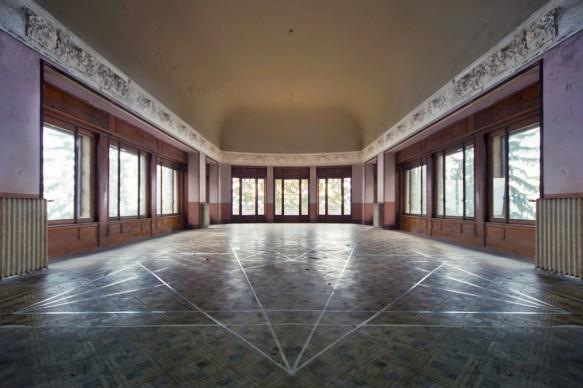 Varese, Grand Hotel Campo dei Fiori -  foto di Sergio Ramari - opera di Giuseppe Sommaruga