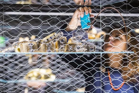 Gianfranco Ferré. Sotto un'altra luce: Gioielli e Ornamenti, exhibition view della mostra a Palazzo Madama, Torino. Photo by Perottino
