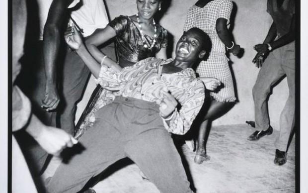 Malick-Sidibé-Regardez-moi-1962.-Collection-Fondation-Cartier-pour-l'art-contemporain-Parigi