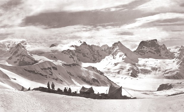 Mario Piacenza, Panorama dal campo a m 5550 verso il fianco sinistro del ghiacciaio Durung-Drung, 1913. Centro Documentazione Museo Nazionale della Montagna