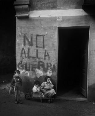 Werner Bischof, Genoa, Italy, 1946 © Werner Bischof - Magnum Photos