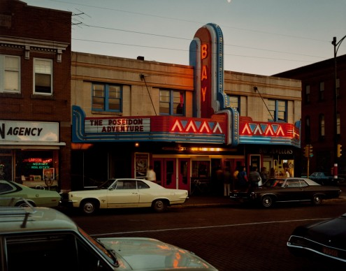Stephen Shore, Bay Theatre, Second Street, Ashland,  Wisconsin, July 9, 1973  © l'artista