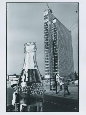 """Construction of a High-Rise, Düsseldorf, 1959 - dalla serie """"Die Deutschen"""" © René Burri"""