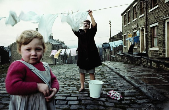 John Bulmer, Women hanging the laundry, for Sunday Times Magazine, Liverpool, 1965 © John Bulmer