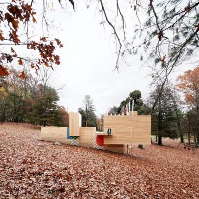 Matter Design & FR|SCH Projects, Five Fields Play Structure, Lexington - Stati Uniti. Photo by Brandon Clifford