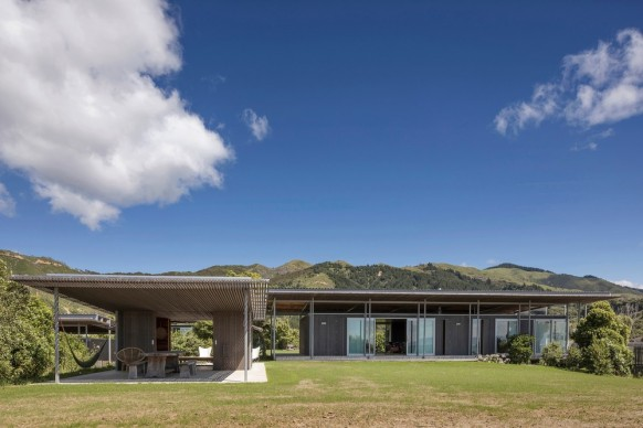 Irving Smith Architects , Bach with Two Roofs