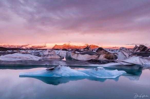 Daisy Gilardini, Iceberg nel lago glaciale Jökulsárlón all'alba, Islanda