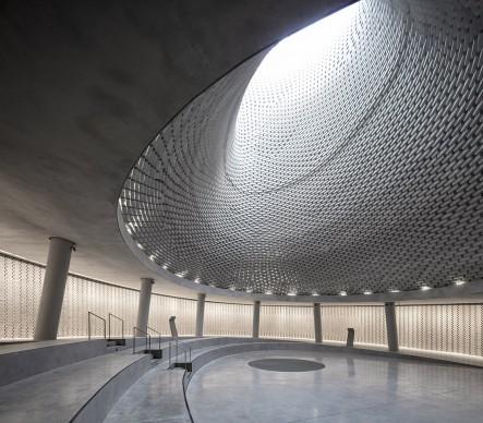 Mount Herzl Memorial Hall, Jerusalem, Israel. Courtesy of Kimmel Eshkolot Architects In collaboration with Kalush Chechick architects, 2017 © Amit Geron