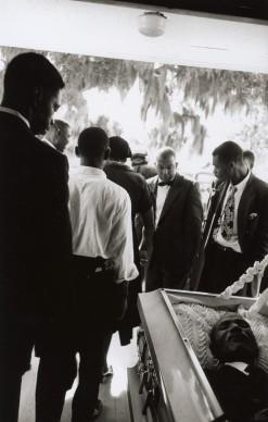 Robert Frank, Funeral – St. Helena, South Carolina, 1955 © Robert Frank, The Albertina Museum, Vienna – Dauerleihgabe der Österreichischen Ludwig-Stiftung für Kunst und Wissenschaft