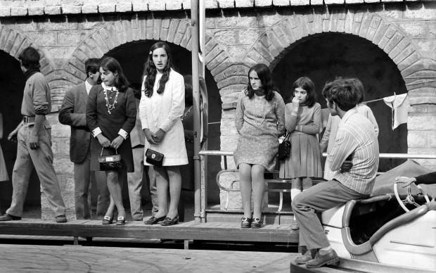 Fausto Giaccone, Sardegna 1969 / 1° giugno a Fonni (Nuoro) per la festa della Madonna dei Martiri. Giovani al luna park