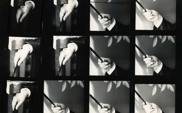 René Magritte / Shunk-Kender Main de Magritte en train de peindre le dernier empire des lumiéres, rue des Mimosas, c. 1953-1954